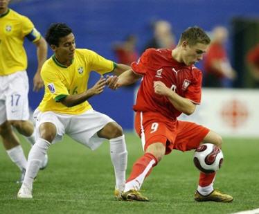 D070701ポーランド赤赤赤1-0ブラジル黄白白.jpg