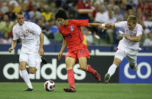 D070706ポーランド白白白1-1韓国赤赤赤.jpg