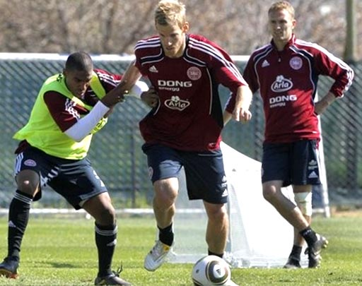 Denmark-10-adidas-training-red.JPG