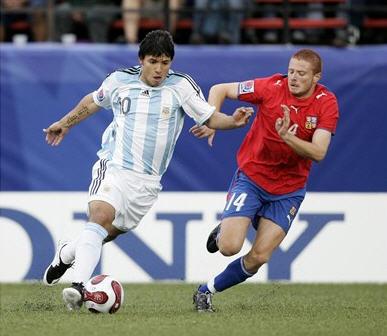E070701アルゼンチン縞白白0-0チェコ赤青青.jpg