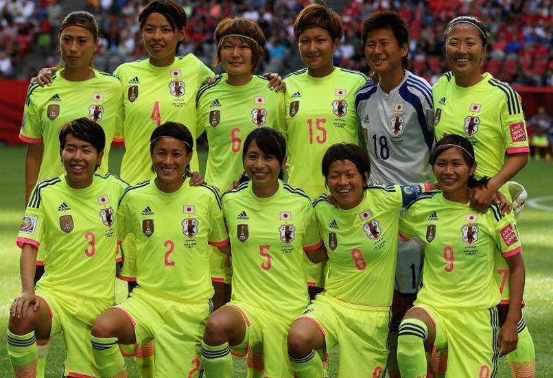 なでしこ-2015-adidas-カナダ-ワールドカップ-アウェイ-集合.jpg