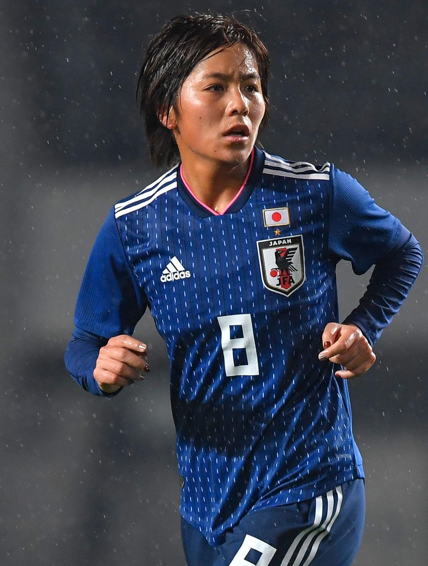 なでしこ-2017-adidas-E1カップ-ホーム-岩渕真奈.jpg