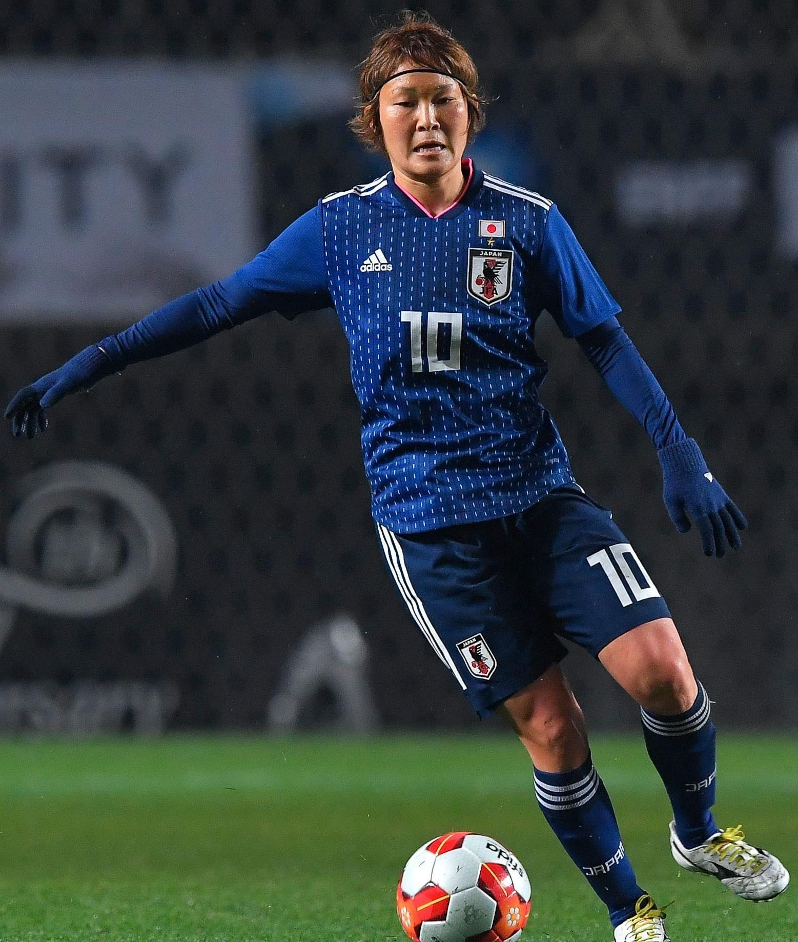 なでしこ-2017-adidas-E1カップ-ホーム-阪口夢穂.jpg