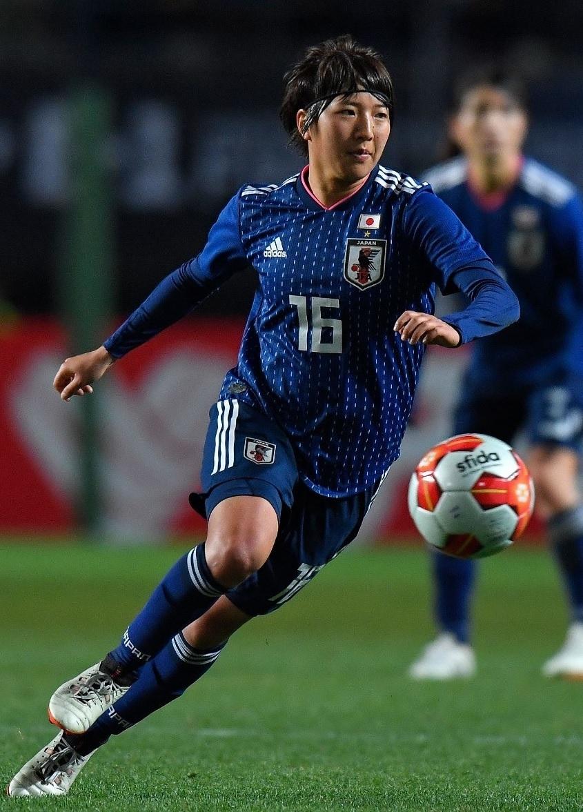 なでしこ-2017-adidas-E1カップ-ホーム-隅田凜.jpg