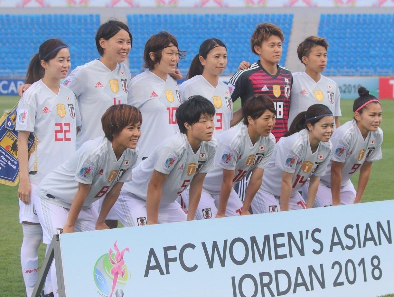 なでしこ-2018-adidas-アジアカップ-アウェイ-集合.jpg