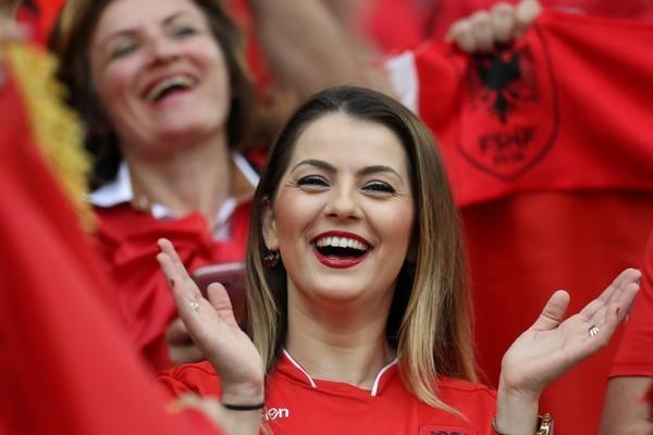 ユーロ美女サポーター-アルバニア-10.jpg