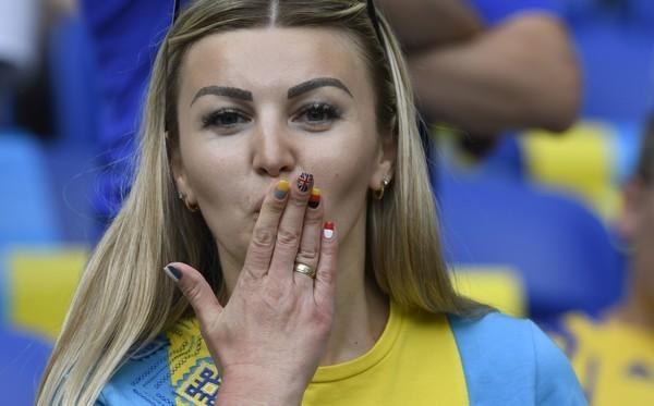 ユーロ美女サポーター-ウクライナ-2.jpg