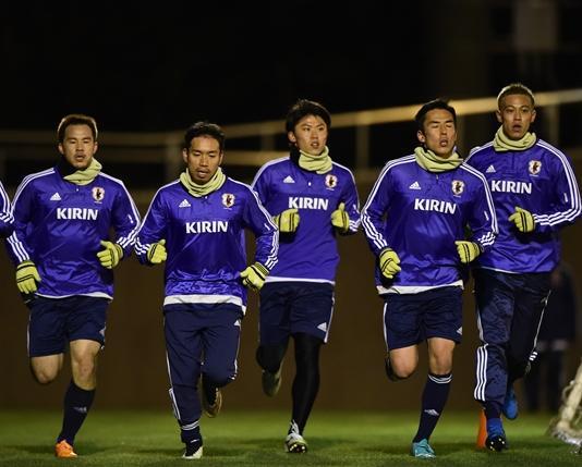日本代表-2015-adidas-トレーニングキット-アジアカップ-冬.jpg