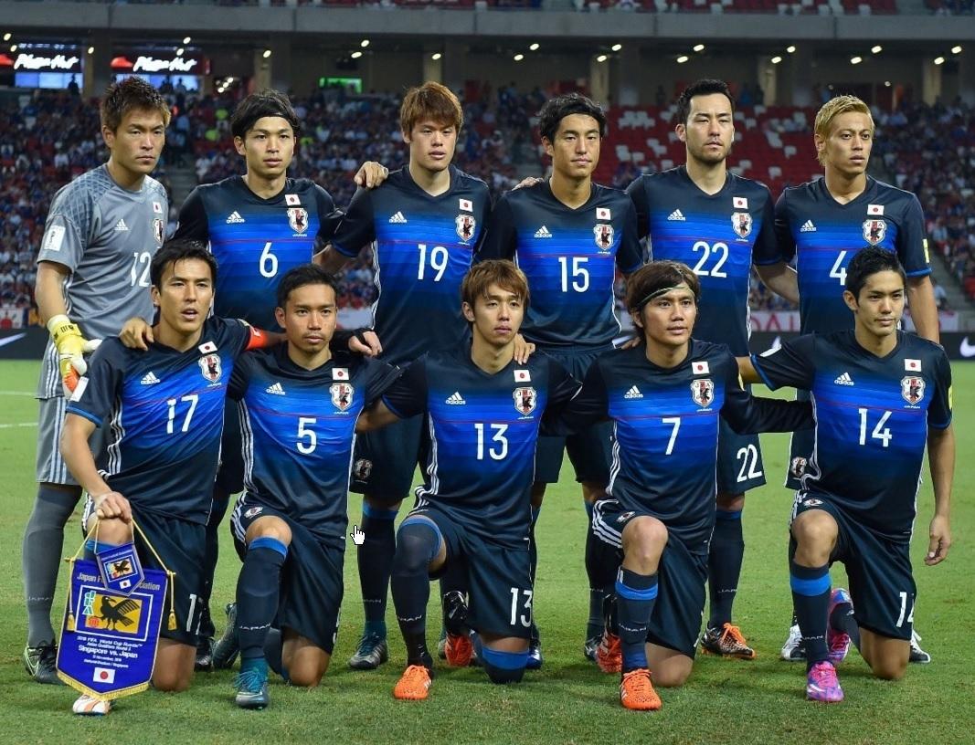 日本代表-2016-adidas-新ホームモデル-集合-20151112-シンガポール戦.jpg