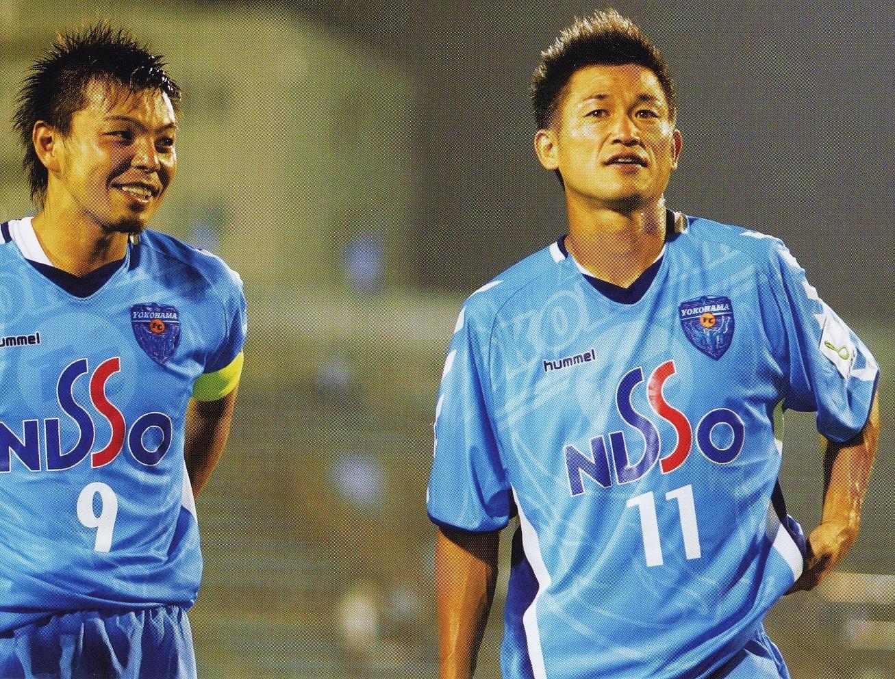横浜FC-2005-hummel-ホーム-三浦知良-城彰二.jpg