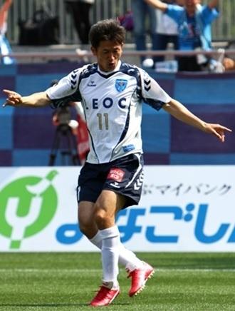 横浜FC-2012-hummel-アウェイ-カズ.jpg