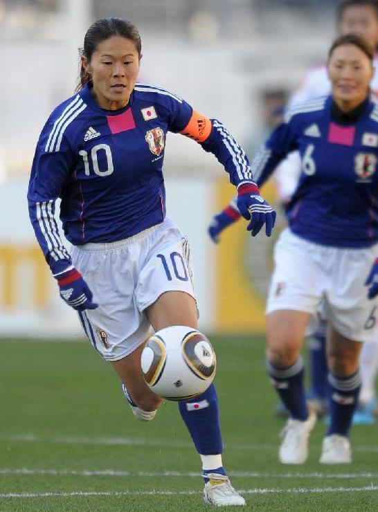澤穂希-2010-adidas-東アジア選手権-ホーム.jpg