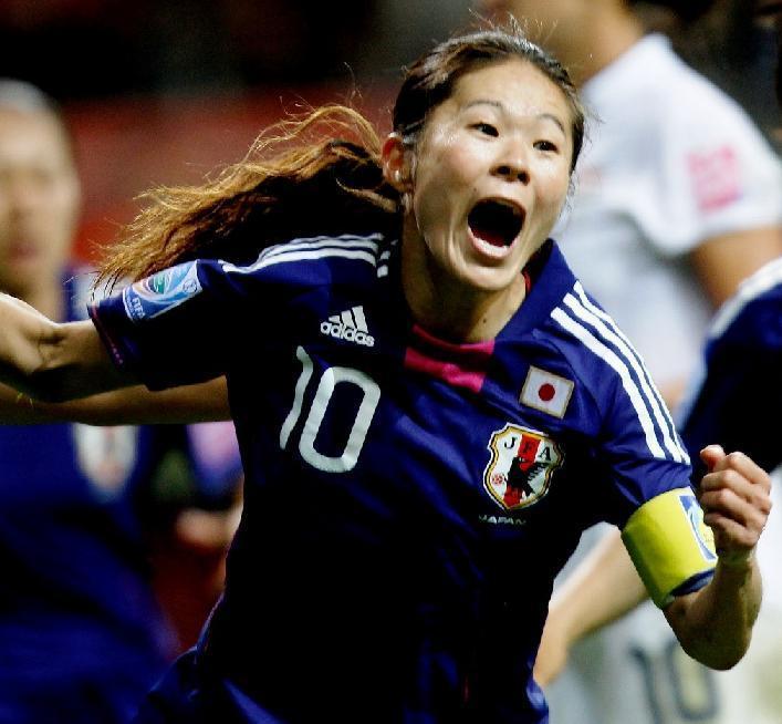 澤穂希-2011-ドイツ女子W杯-歓喜.jpg