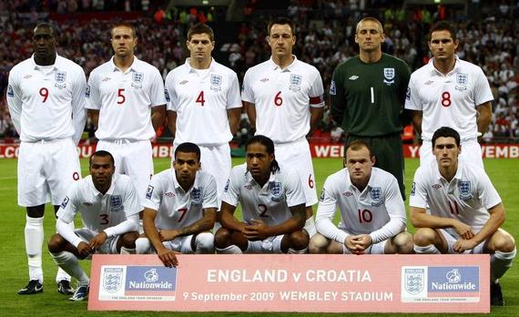 England-09-10-UMBRO-uniform-white-white-white-group.JPG