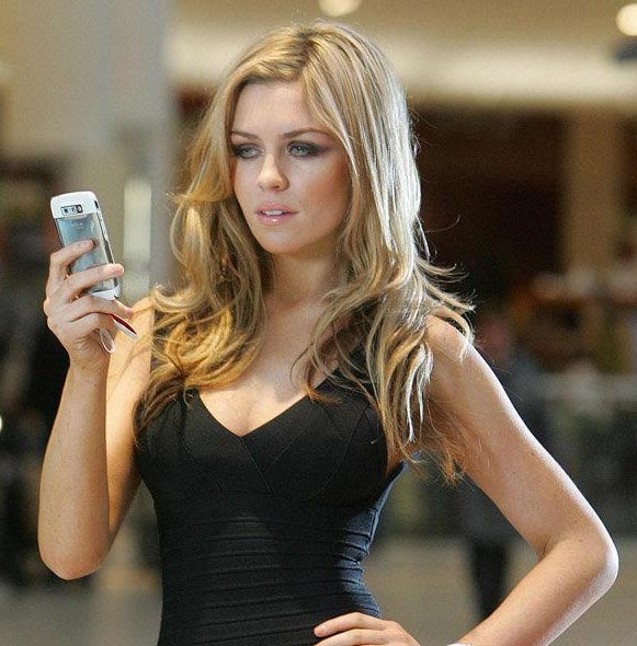 England-Peter Crouch-Abbey Clancy-2.JPG