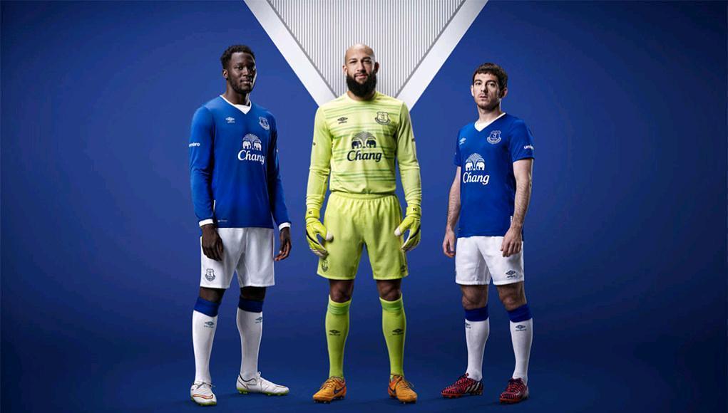 Everton-15-16-umbro-new-home-kit-11.JPG