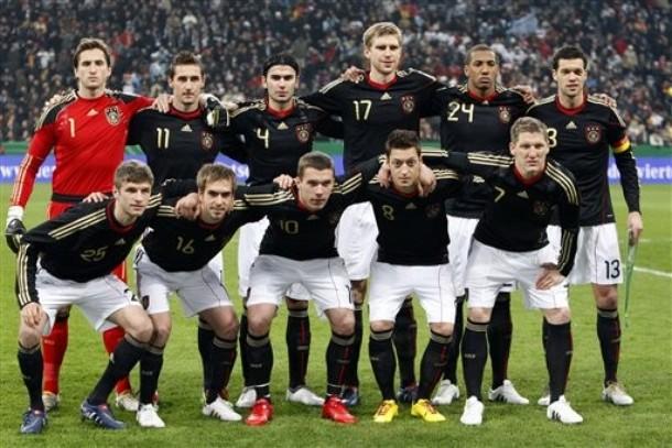 Germany-10-11-adidas-home-uniform-black-white-black-group.jpg
