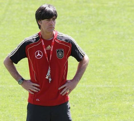 Germany-10-adidas-training-red.jpg