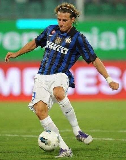 Inter-Milano-2011-2012-NIKE-first-kit-Diego-Forlan.jpg
