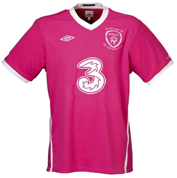Ireland-10-UMBRO-special edition-pink-shirt-2.JPG