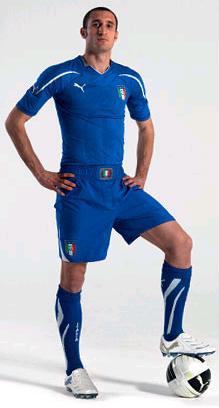 Italy-10-12-PUMA-home-kit.JPG