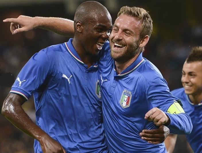 Italy-12-13-PUMA-home-kit-blue-neck-blue-white-blue-joy.JPG
