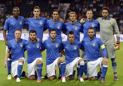 Italy-12-13-PUMA-home-kit-blue-neck-blue-white-blue-line-up.JPG