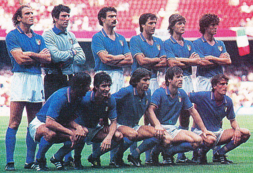 Italy-82-Le coq-world-cup-home-kit-blue-white-blue-line-up.jpg