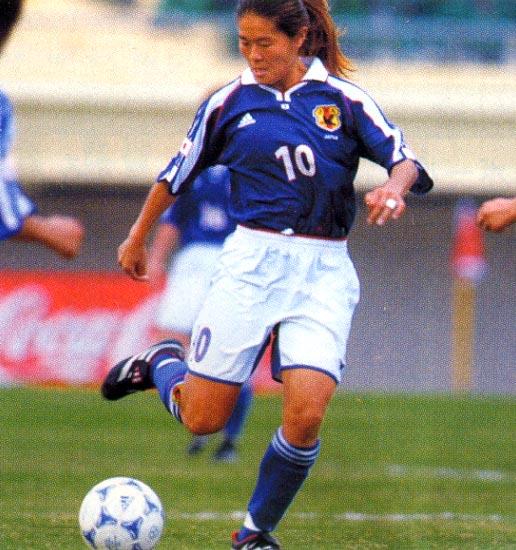Japan-01-adidas-women-home-blue-white-blue.JPG