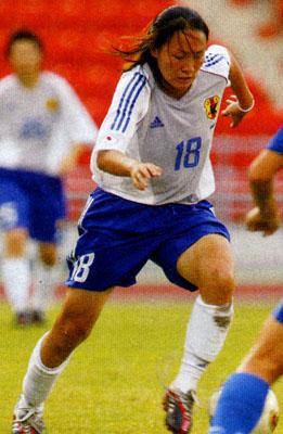 Japan-03-04-adidas-women-white-blue-white.JPG