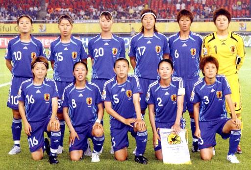 Japan-06-07-adidas-Woman-blue-blue-blue-group.JPG