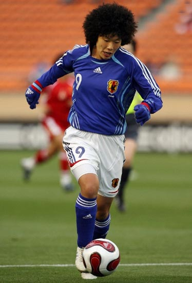 Japan-06-07-adidas-nadeshiko-home-kit-blue-white-blue.JPG