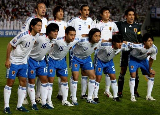 Japan-08-09-adidas-away-white-blue-white-group.JPG