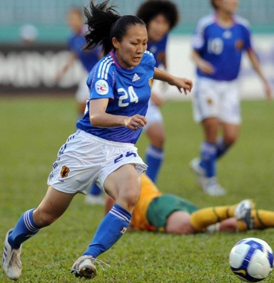 Japan-08-09-adidas-women-home-kit-blue-white-blue.JPG