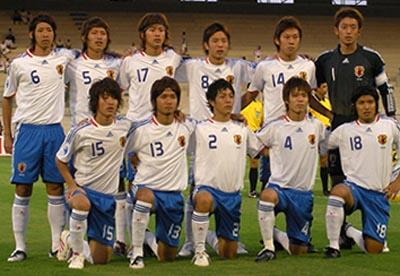 Japan-08-adidas-U19-white-blue-white-group.jpg