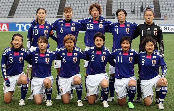 Japan-10-11-adidas-Nadeshiko-blue-white-blue-group.jpg