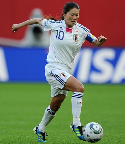 Japan-11-adidas-Nadeshiko-world-cup-away-kit-white-white-white.JPG