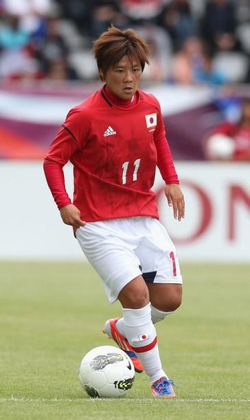 Japan-2012-adidas-nadeshiko-olympic-away-kit-red-white-white-Ohno.jpg