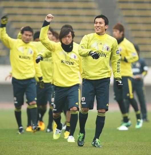Japan-2013-adidas-trainning-kit-yellow-3.jpg