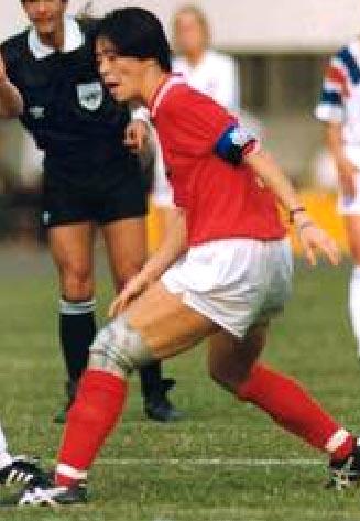 Japan-91-asics-women-home-kit-red-white-red.JPG