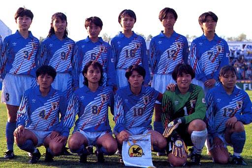 Japan-95-adidas-woman-blue-white-blue-group.JPG