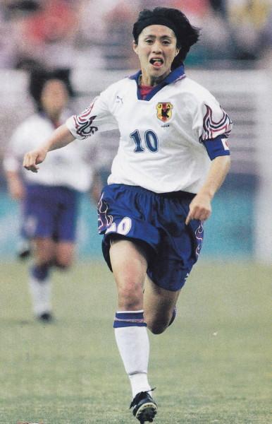 Japan-96-PUMA-women-away-kit-white-blue-white.jpg