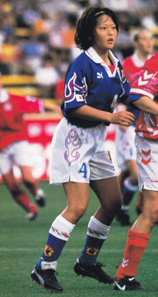 Japan-96-PUMA-women-home-kit-blue-white-blue-2.jpg