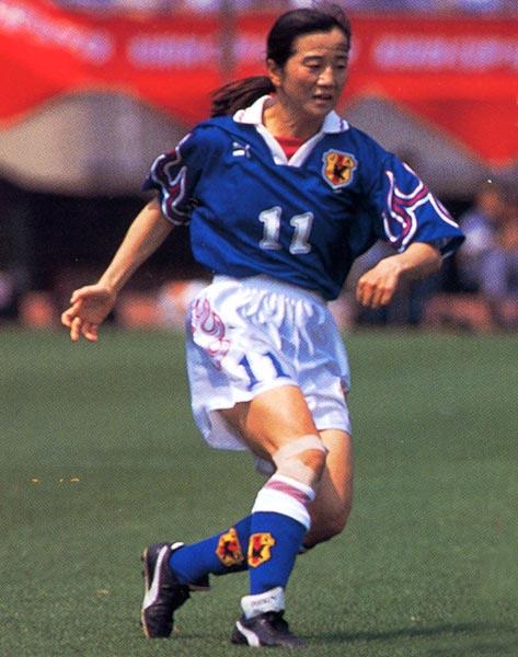 Japan-96-PUMA-women-home-kit-blue-white-blue.JPG