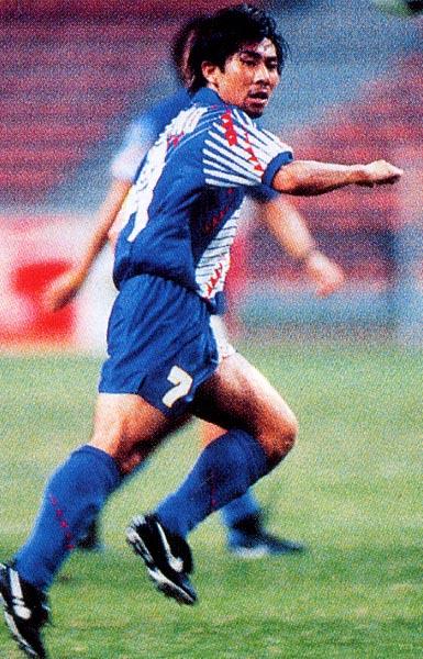Japan-96-asics-U23-home-kit-bleu-blue-blue-Maezono.JPG