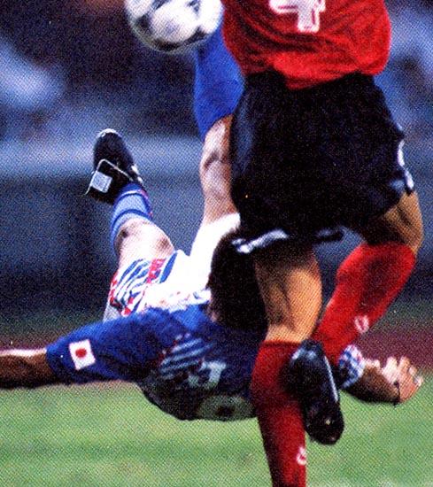 Japan-96-asics-U23-home-kit-bleu-white-blue-Jo.JPG