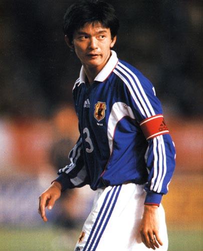 Japan-99-00-adidas-home-bleu-white-blue-Matsuda.JPG