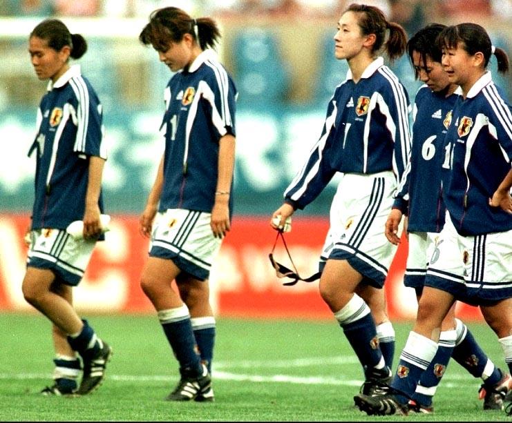 Japan-99-adidas-women-home-bleu-white-blue.JPG