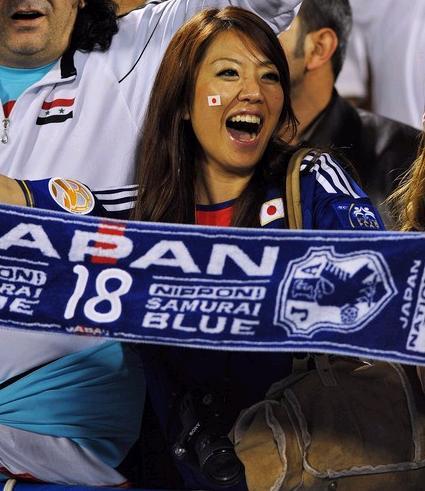 Japan-fans-2.jpg