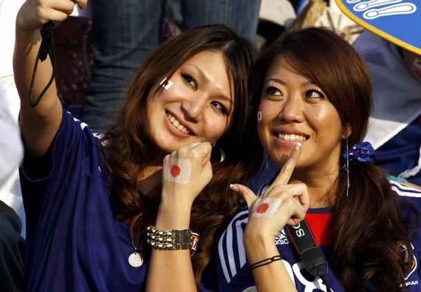 Japan-fans-3.jpg